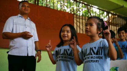 dalisay-kids-singing praises